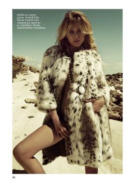 Шуба из меха рыси, Avanti Furs, бутик Avanti Furs; ожерелье жемчуг и серебро, бутик Aquamarine Jewellery.