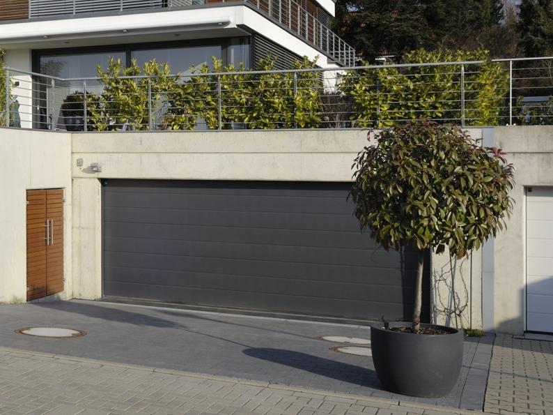 Je garáž priamou súčasťou domu? Aké garážové brány voliť, ak chcete zabrániť tepelným stratám?