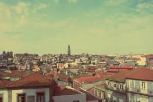 Porto individuell. Die Altstadt von Porto mit dem Torre dos Clérigos im Hintegrund