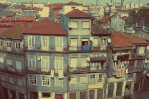 Porto individuell. Bunte Haeuserfassade in Porto, Portugal