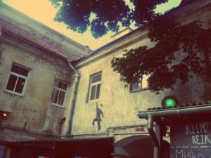 Vilnius im Sommer. Gemütlicher Innenhof