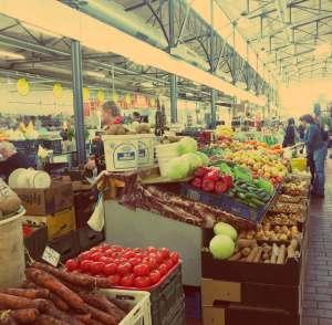 Vilnius in Litauen. Marktstand im Hales Turgus Markt in Vilnius