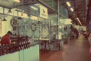 Vilnius in Litauen. Roots Bar und Shop im Hales Turgus Markt in Vilnius