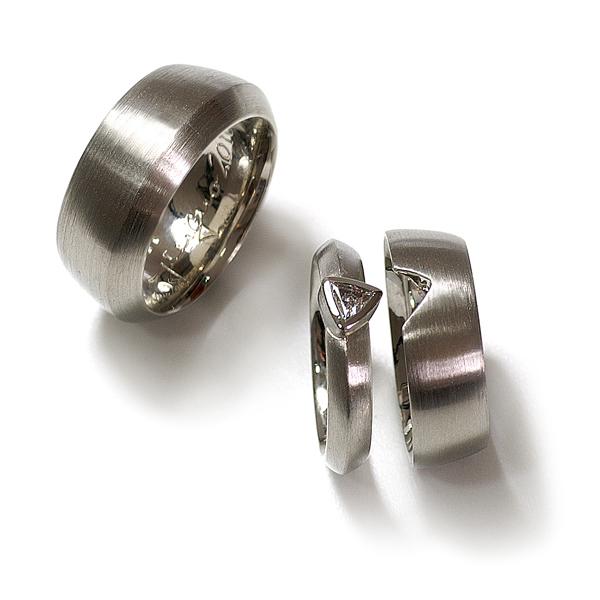 Goldschmiede mojo design  Eheringe mit Verlobungsring