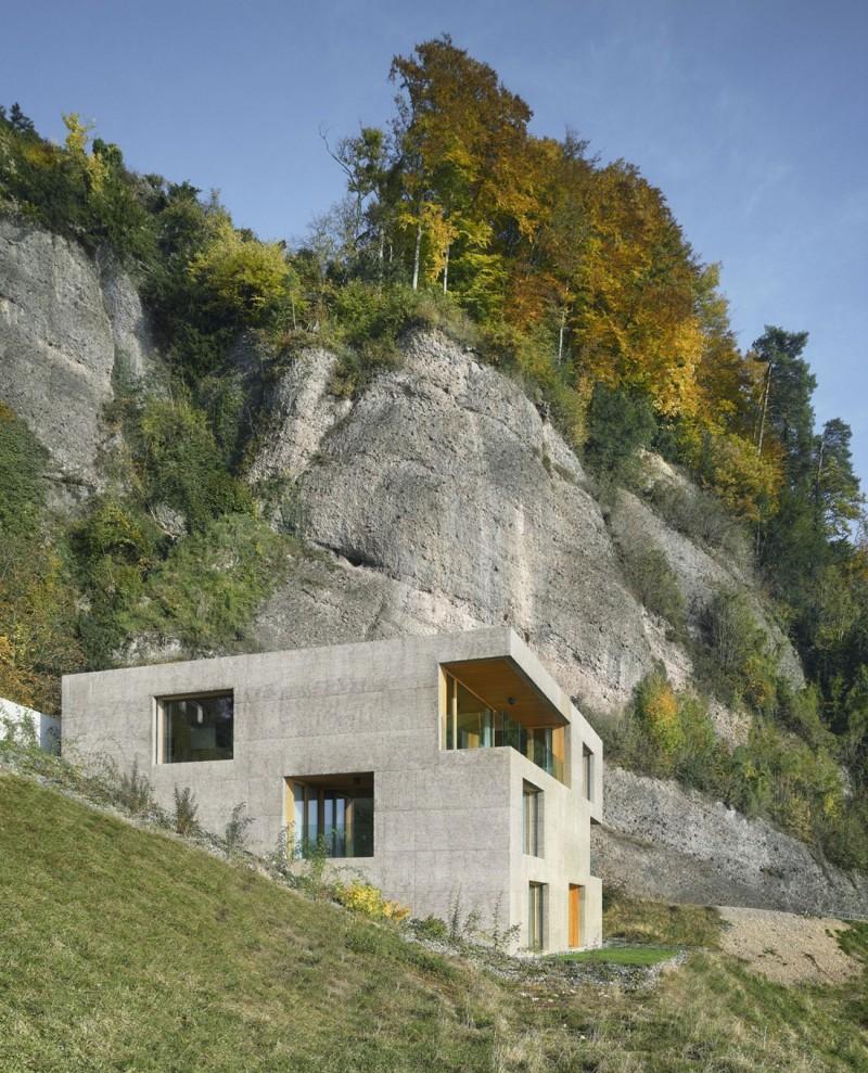 kuća-izvedena-u-kombinaciji-drvai-betona-2