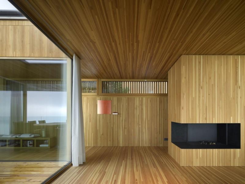 kuća-izvedena-u-kombinaciji-drvai-betona-5
