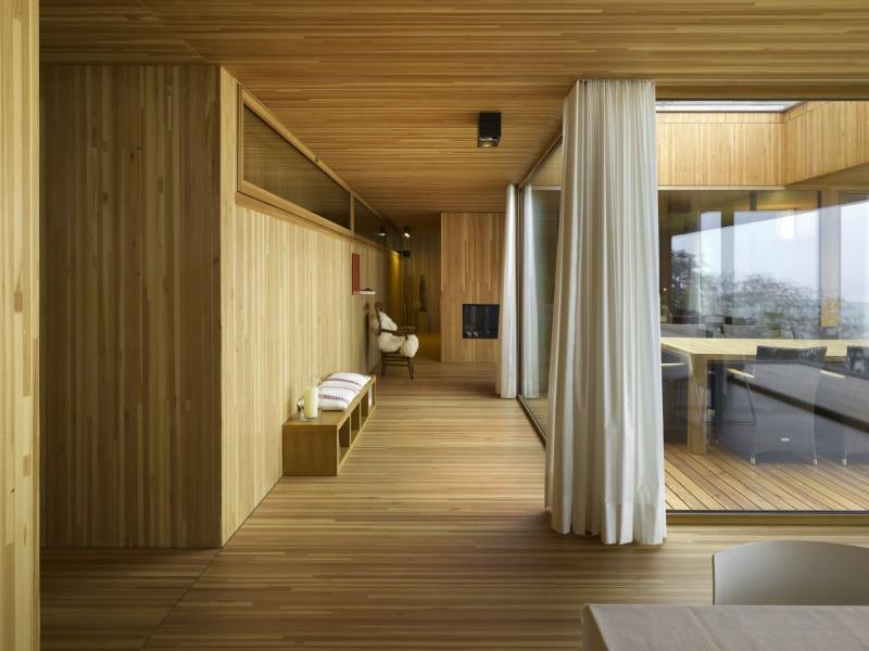 kuća-izvedena-u-kombinaciji-drvai-betona-6