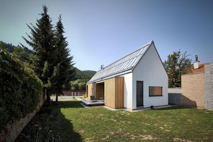 Jednostavna kuća površine 70 m² by Jaro Krobot