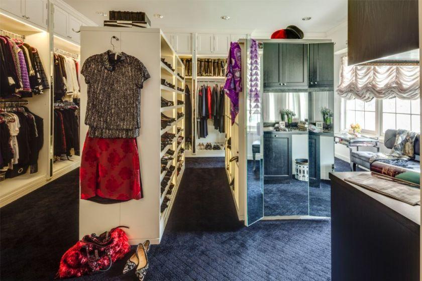 Dvije raskošne garderobe