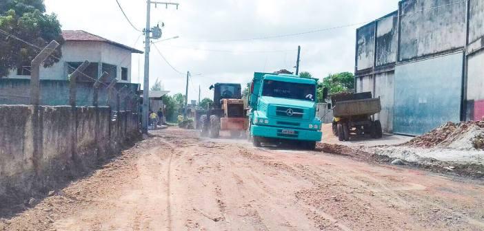 Chegou a vez da Rua José Agostinho Dourão receber terraplanagem e asfalto!