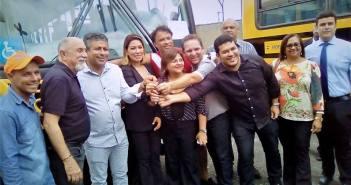 Prefeito Ie Ié recebe moderno ônibus escolar – 0KM, fruto de emenda do deputado federal Wladimir Costa para Moju!