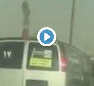 فيديو : شاهد ضرب شاب اعترض باص معلمات فى السعودية