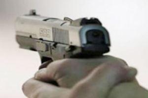 مواطن يحجتز عائلته تحت تهديد السلاح بالطائف