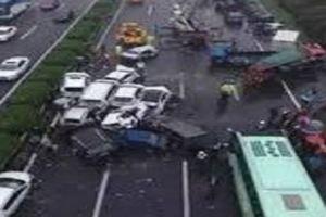 حادث تصادم بين 19 سيارة يقتل 6 أشخاص ويصيب 15 بالصين