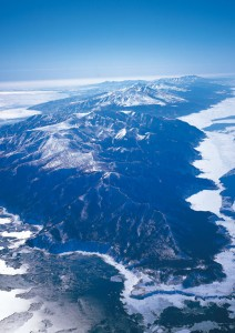 The Shiretoko Peninsula from the air in winter. © web-japan.org