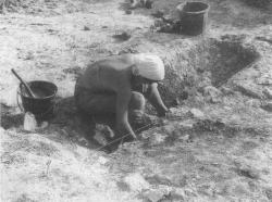 Scavo presso il sito neolitico di Monte Maulo, Larino, da G. Barker, A Mediterranean Valley, Landscape Archaeology and Annales History in the Biferno, 1995, p. 105 fig. 41