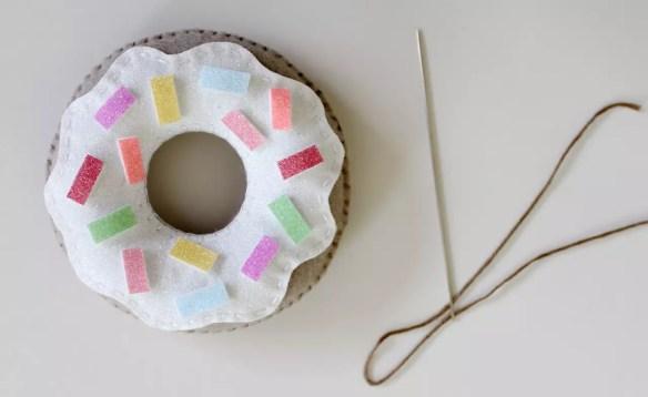 felt-donuts-from-molly-and-mama-10