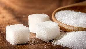 صورة صيدلي يوضح مخاطر السكر الأبيض على البشرة