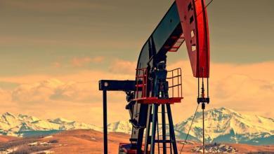 صورة صعود في أسعار البترول العالمية وتراجع مخزونات النفط الأمريكية