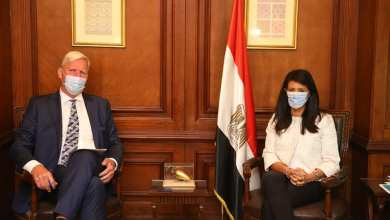 صورة وزيرة التعاون الدولي تبحث مع السفير الهولندي بالقاهرة العلاقات الاقتصادية المشتركة
