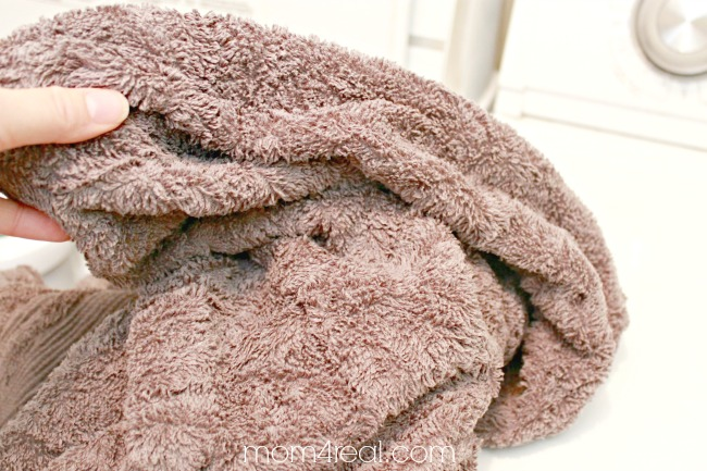 How To Remove Mildew Smell From Towels and Clothes  Mom 4