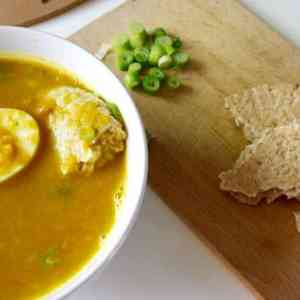 Groene Maandag Recept: Oranje groenten-pindasoep met volkoren pitabrood