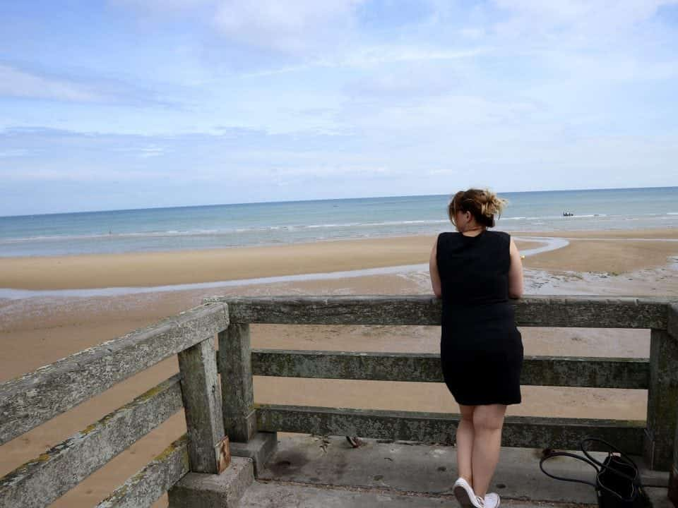zomerse outfits Normandie, D-Day, Pointe du Hoc 6 juni 1944 vakantie in outfits Omaha beach