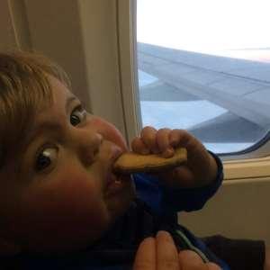 Onze eerste keer vliegen met een dreumes
