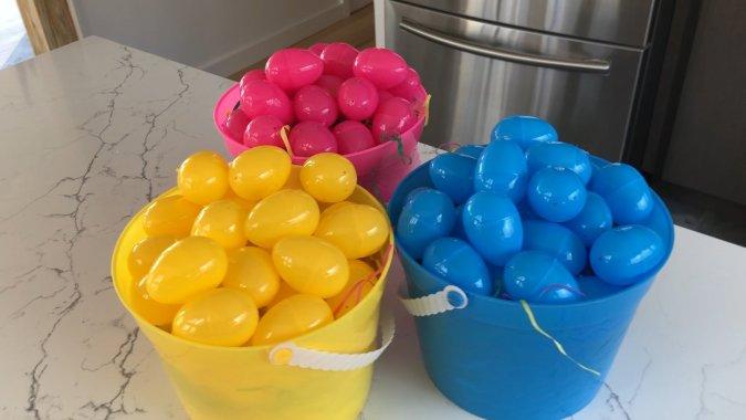 Slacker Mom's Guide to Easter Easter Mom Hacks Easter Egg Hunt Hacks