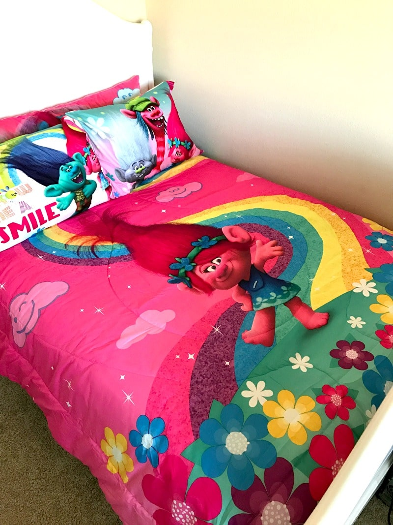 4 Must Have Pieces of Trolls Movie Bedding