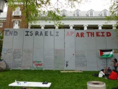 A Students for Justice in Palestine demonstration on the campus of University of Illinois Urbana-Champaign in April 2012. Photo credit: benchilada / Creative Commons.