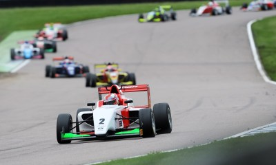Kush Maini liderando - Race 2 - Rockingham