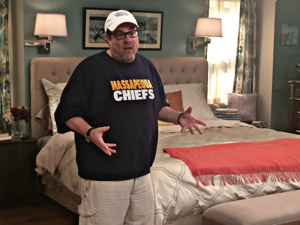 Kevin Can Wait - Bedroom set