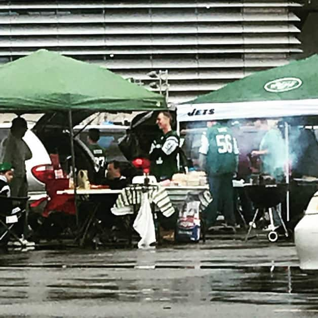 jets tailgate 2017 New York Jets Game at MetLife Stadium (Behind the scenes info, photos, videos, food offerings and more.) Hosted by The New York Jets
