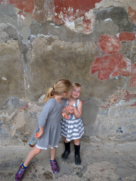 Family tour in Pompeii