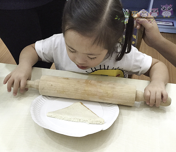 One of the many reasons why I love TLA is that they teach the kids through hands on activities. I think this is the first time Gelli ever made her own snack!