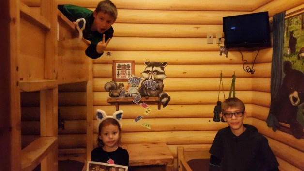 Great Wolf Lodge Southern California | Activities with kids | How to save money at Great Wolf Lodge | Great Wolf Lodge tips | Indoor Waterpark Reviews | Great Wolf Lodge Packing List | Great Wolf Lodge Birthday | Great Wolf Lodge California Cabin | Great Wolf Lodge California Tips