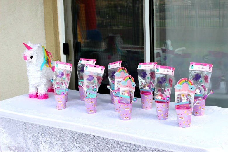 Unicorn Rainbow Party Favors- http://www.mommininapinch.com/unicorn-rainbow-birthday-party/