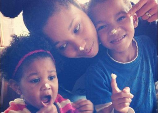 Silly mom and kids [mommyGAGA.com]