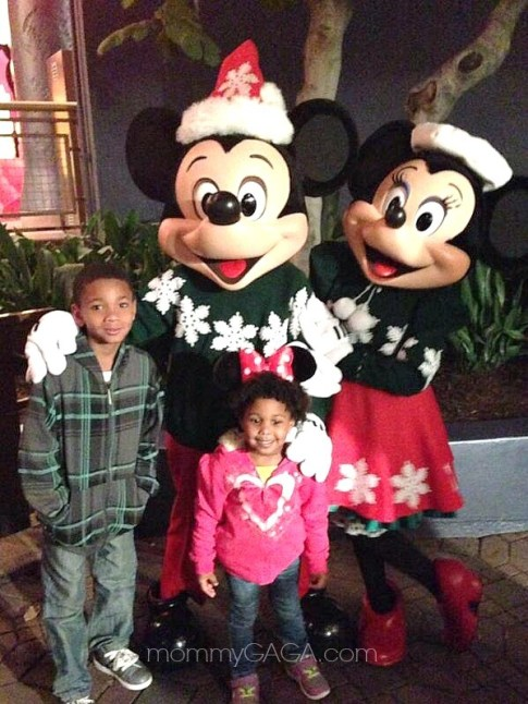 Kids with Mickey and Minnie Mouse, Christmas Time at Disneyland