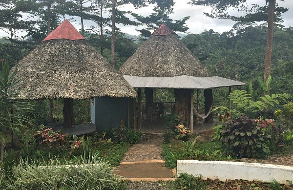 Panama, Straw huts at La Tavida Waterfall, mommyGAGA