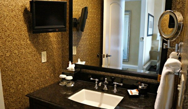 The Roosevelt Hotel, New Orleans, luxury bathroom