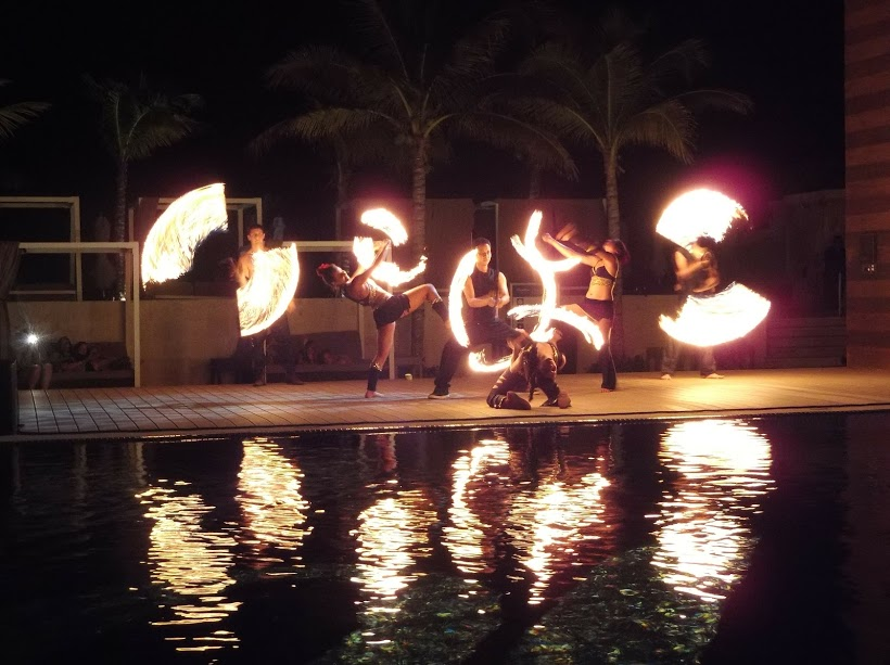 what is there to do at night at royalton cancun