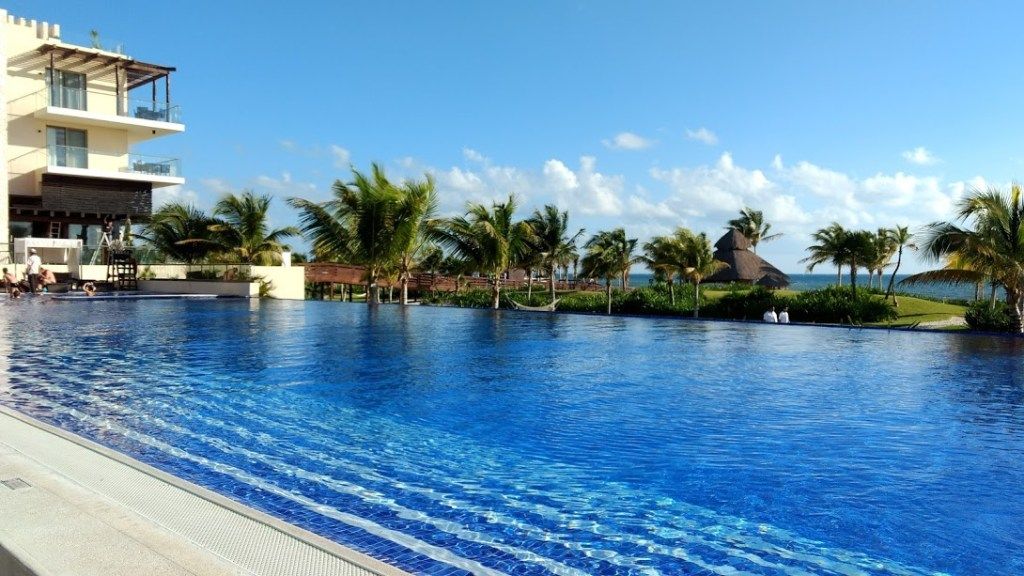 How many pools at Royalton Cancun?