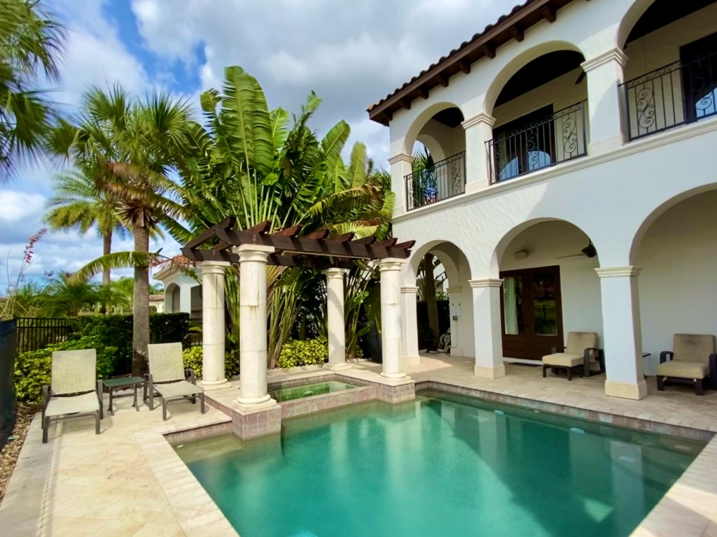 kissimmee-vacation-rentals-with-private-pool