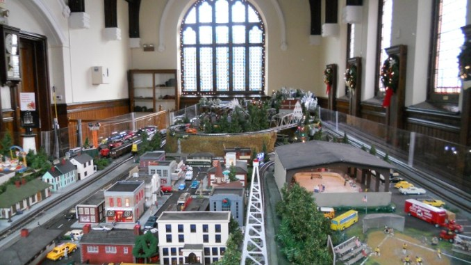 """Holiday Model Train Exhibit""的图片搜索结果"