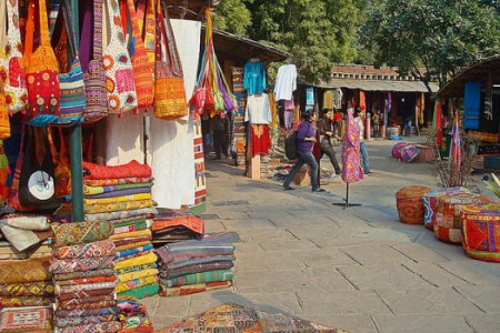 if you're in Delhi, don't miss out visiting Dilli Haat, INA, which is a perfect blend for Food Lovers, art lovers and shoppers. #dillihaat #delhi #sodelhi #delhitourism #delhiplacestosee