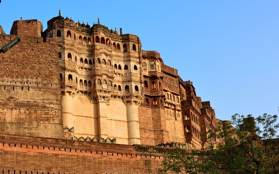 Have you ever been to Jodhpur? This Blue CIty mostly known as Suncity has a lot to offer to tourists. Best season to visit Rajasthan is winters. Visit here for Forts, lakes, Palaces, Museums and Royalty. Mehrangarh Fort, Jaswant Thada, Balsamand Lake, Mandore Gardens, Umaid Bhawan palace are the best heritages to watch at Jodhpur. #Jodhpur #Rajasthan #blogchatterA2Z #A2Zchallenge #forts #palaces #umaidpalace #mehrangarhfort #india