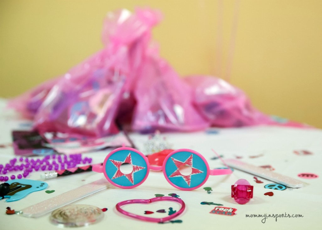Looking to throw a simple yet rockin' rock star birthday party? Try one of these easy yet fun and creative ideas!