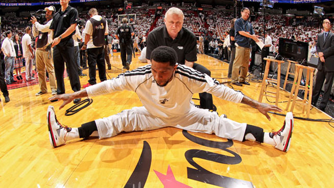 If your kids play sports, keeping them injury-free is a priority. Follow these tips from an NBA coach and help keep your kids safe during youth sports!